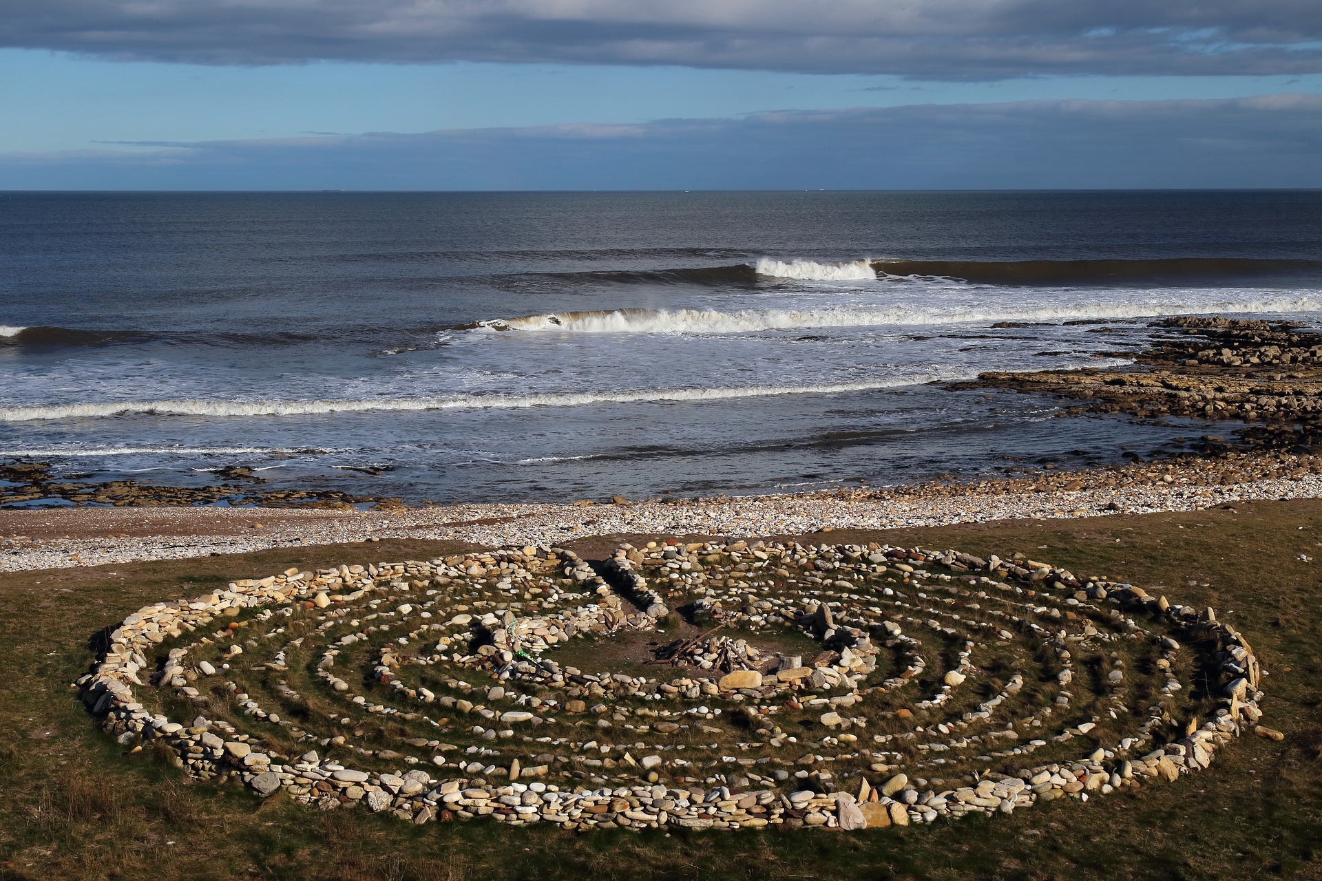 ocean view labyrinth waves tranquility