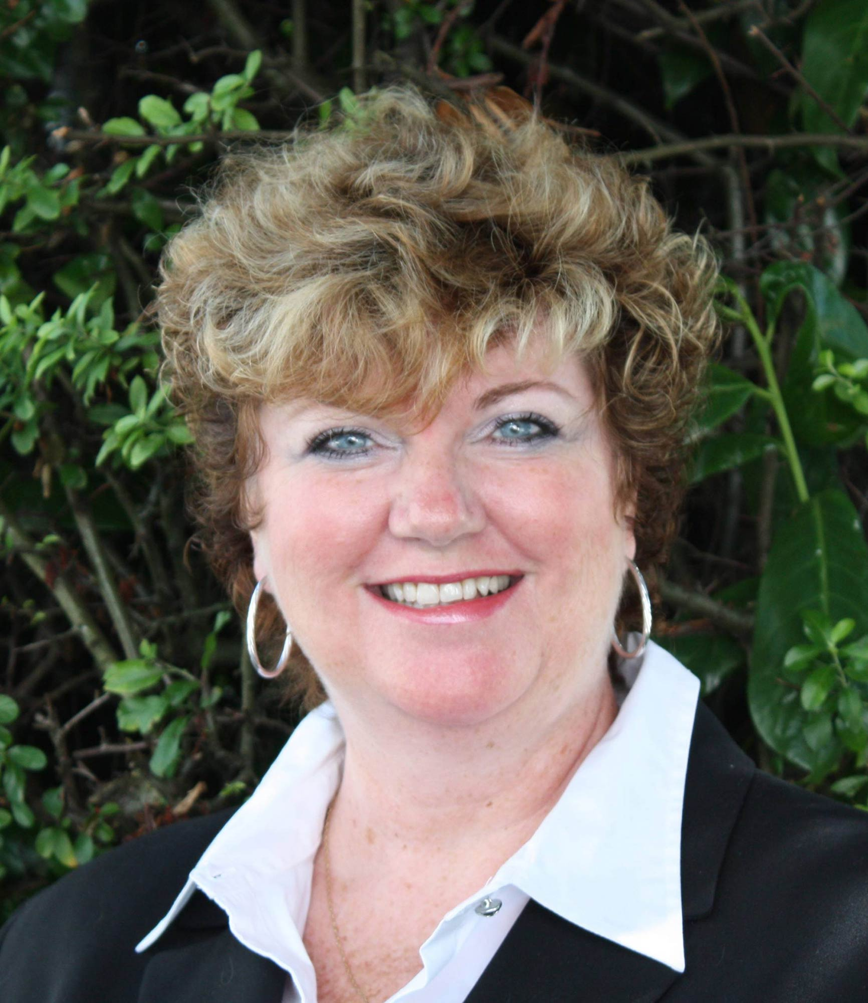 Dianne Rowland administrator headshot huber mortgage site