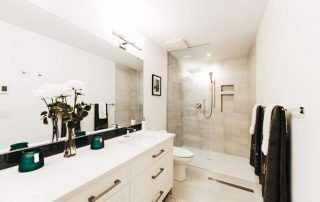 Gyro Beach Townhomes bathroom image
